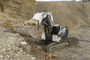 Liebherr sets a benchmark in terms of reliability and cost efficiency with the new, R 9150 mining excavator (weighs approximately 130 tons). Its high productivity means the R 9150 can even compete with the larger machines in the 200-ton class.