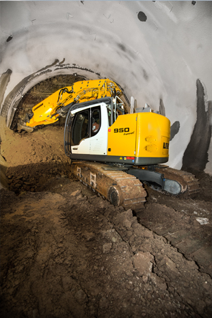 The Liebherr R 950 Tunnel crawler excavator in use in Stuttgart (Germany).