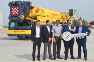 From left to right: Mathias Ehrlich (Liebherr Mexico), Hector Garza (GMVykon), Jochen Kühn (Liebherr Monterrey), José Cortez (GMVykon), Tobias Böhler (Liebherr Mexico)