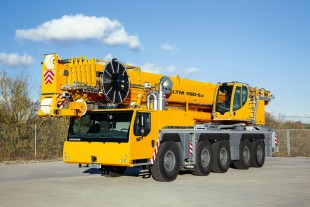 Liebherr presents the mobile crane LTM 1160-5.2 on five-axle chassis at the 2015 Maxpo in Hyvinkää