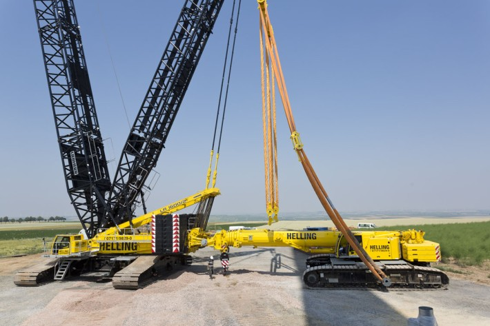 Pulleys In Cranes : Ltr acts as counterweight for a liebherr lr