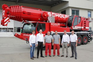 From left to right: Johannes Metzger (Liebherr-Werk Ehingen GmbH), Jan Meissner, Jörg Plätzer, Marcel Buxbaum, Martin Scholpp and Stephan Burkhardt (all from SCHOLPP Kran & Transport GmbH)