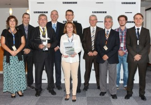 Dominique Sautarel, Senior Manager, Supplier Management, Dassault Aviation (3rd from left) and representatives of the Liebherr-Aerospace Toulouse SAS team during the award ceremony