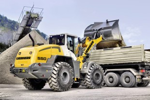 The Liebherr wheel loader L 550 shown at Excon 2015 represents the expanded wheel loader product range for the Indian market. Here, the L 550 is loading a truck.