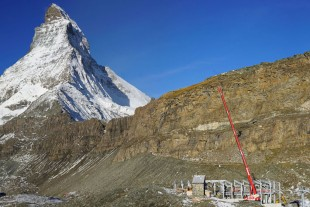 Impressive backdrop: The Clausen LTR 1060 working at an altitude of 2,900 metres in the Swiss Alps.