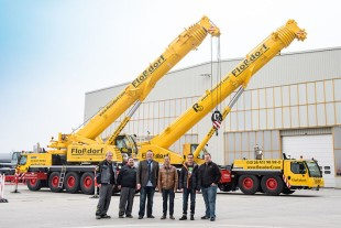 At the Liebherr plant in Ehingen Floßdorf takes delivery of a new LTM 1100-5.2 mobile crane.