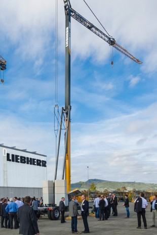 Liebherr unveiled the new crane to its dealers for the first time in October 2015 at its Spanish manufacturing plant in Pamplona