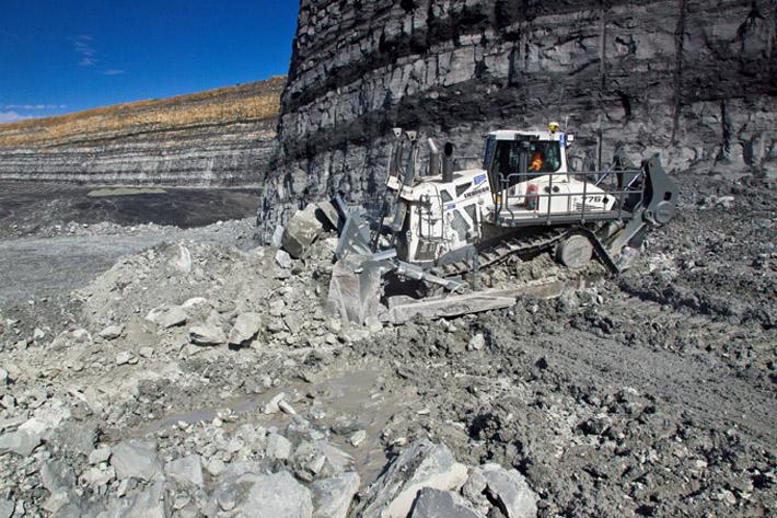 http://www.liebherr.com/shared/media/corporate/news/news-2016/01/19/pr-776/liebherr-crawler-tractor-pr776-coal-mine-australia-72dpi.jpg
