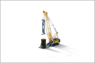 3D computer graphic of Liebherr duty cycle crawler crane HS 8130 HD with casing oscillator.
