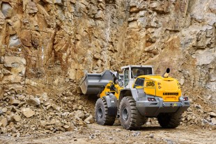 Larger axles, strengthened lift arms - the robust Liebherr L 586 XPower® wheel loader is ideally suited to challenging work in quarrying.