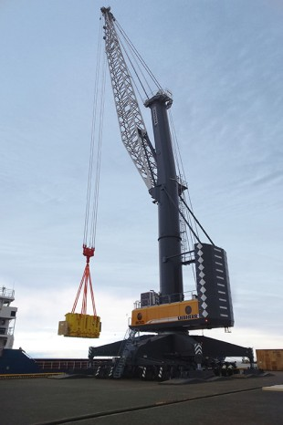 LHM 800 mobile harbour crane