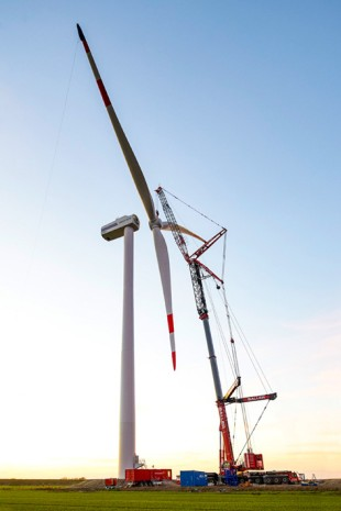 The Liebherr LTM 1750-9.1 mobile crane installed the rotor star at a hub height of 80 metres.