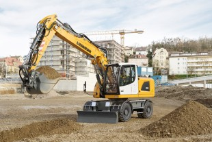 The new Liebherr wheeled excavator A 918 excels with more power despite lower consumption