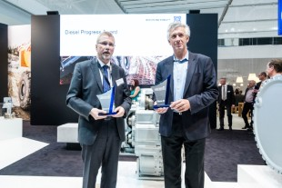 Dr. Ulrich Hamme (left) and Dr. Herbert Pfab (right) accepted the awards.