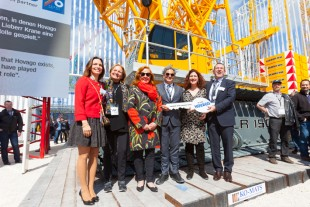 Liebherr celebrated a symbolic handover of the LR 1500 with both Hovago…