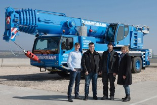 From left to right: Johannes Metzger (Liebherr-Werk Ehingen GmbH), Stefan Zimmermann, Stefan Güdemann, Birgit Zimmermann (all from Zimmermann Autokrane GmbH & Co. KG)