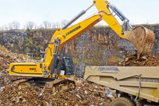 The Liebherr R 960 SME crawler excavator is used by Cemlapis Warstein GmbH & Co. KG to load 50t dump trucks in the quarry