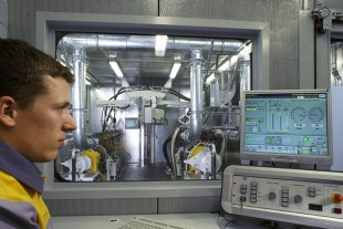 Diesel engine test bench at the Liebherr Reman Centre in Ettlingen. Before they are delivered, all components are tested using the same test procedures as for new components, and have the same warranty cover, accordingly.
