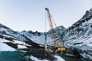 The Liebherr duty cycle crawler crane HS 855 HD in operation.
