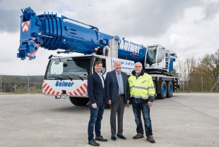 From left to right: Johannes Metzger (Liebherr-Werk Ehingen GmbH), Eckart Balmer, Rainer-Frank Schnutz (both from Balmer Spedition und LKW-Service GmbH)