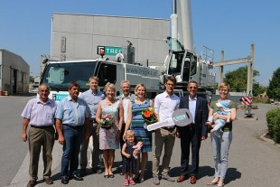 From left to right: Karl Kögel, Walter Falkensteiner, Georg Spanseiler, Maria Wieder, Josef Wieder, Cornelia Wieder with child, Georg Wieder (all Alfred Trepka GmbH), Johann Kreuzberger (Liebherr-Werk Bischofshofen GmbH), Martina Faukal with child (Alfred Trepka GmbH)