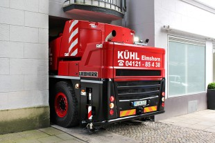 Made to measure: the rear of Kühl's new LTC 1050-3.1 on the difficult route to a job in Hamburg.