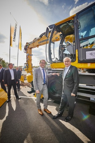 Federal Minister of Transport Alexander Dobrindt (centre) and Dr. h.c. Willi Liebherr (right) in front of the A 922 Rail Litronic two-way excavator