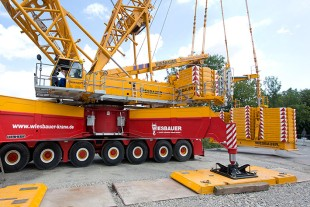 Massive ballast: counterweights weighing a total of 530 tonnes.