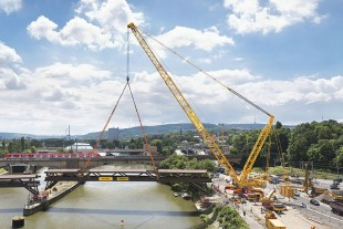 Released: the 40-year old bridge on the hook of the Liebherr LG1750.