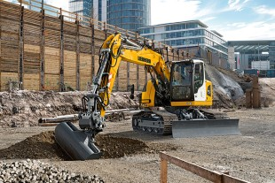 With its compact swing radius the Liebherr R 920 Compact crawler excavator is the ideal machine on urban construction sites.