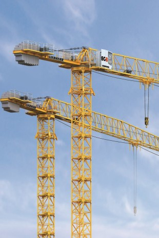23 Liebherr tower cranes will work on expanding the airport in Santiago de Chile.