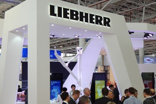 L'attraction : Stand de Liebherr-Aerospace au salon aéronautique Airshow China.