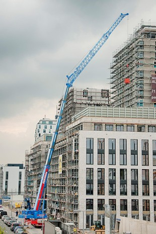 Jaromin's Liebherr LTM 1250-5.1 mobile crane at its first job in Düsseldorf.