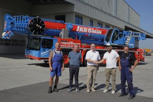 From left to right: Heiko Gninka, Markus Rühr (both from Autokrandienst Jaromin GmbH), Christoph Neumann (Liebherr-Werk Ehingen GmbH), Olaf Jaromin, Helmut Giesen (both from Autokrandienst Jaromin GmbH)
