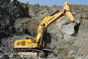 The R 976 crawler excavators have multiple protective elements for withstanding harsh work environments.