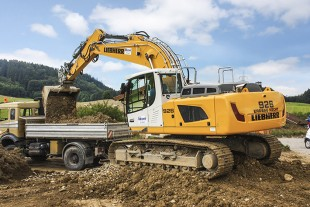Heinz Kecht GmbH uses the first R 926 crawler excavator in the world with exhaust emissions stage IV / tier 4f.