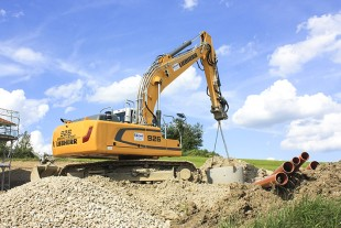 The Liebherr R 926 crawler excavator can be used in several different areas, for example earthmoving or pipe installation.
