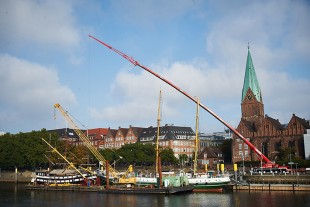Liebherr cranes erect the mast on the Alexander von Humboldt sailing ship