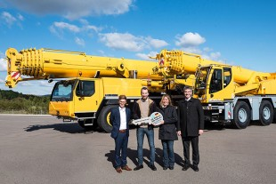From left to right: Felix Mussotter (Liebherr-Werk Ehingen GmbH), Sebastián Alejo Fernández, Elida Mirta Emiliozzi (both from Grúas Moviles Mix), Garnero Enrique (Liebherr Argentinien S.A.)