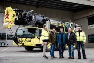 From left to right: Andre Kerinnes, Tim Jordt (both from Sönke Jordt GmbH & Co. KG), Jens Fähse (Liebherr-Werk Ehingen GmbH), Sönke Jordt, Bernd Nehls, (both from Sönke Jordt GmbH & Co. KG)