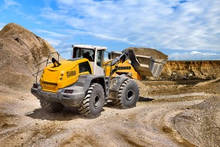 An L 586 XPower® wheel loader uses an average of 15.3 litres of diesel per operating hour.