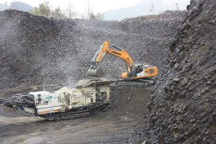 The Liebherr R 946 crawler excavator at work processing basalt in the Ardèche mountains.