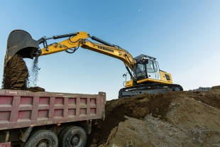 The new Liebherr crawler excavators are designed specifically to meet the requirements of less regulated markets.