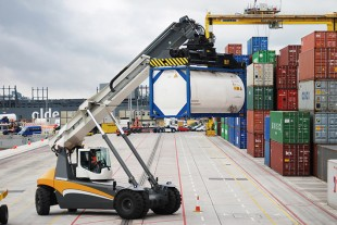 The new LRS 545 is busy handling containers for Doyle Shipping Group in Dublin