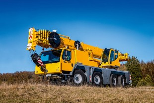 Liebherr unveils the four-axle LTM 1090-4.2 at the Conexpo in Las Vegas (USA).