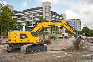 With a wide range of options and undercarriages, the Liebherr R 920 Compact swing crawler excavator excels at a broad range of applications