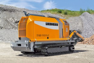 Liebherr crawler concrete pump THS 110 with a maximum concrete output of 133 yd³/h (102 m³/h).