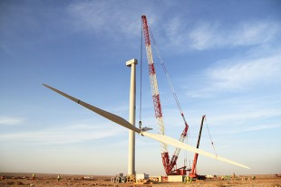 The rotor with three 60 metre wings is being erected by the LR 1750