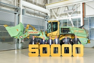 Handover of the 50,000th wheel loader to Geiger Unternehmensgruppe.