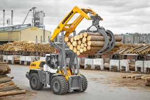 Powerful drive, sturdy lift arm, optimised timber grab: the L 580 LogHandler XPower is a powerful machine for timber handling.